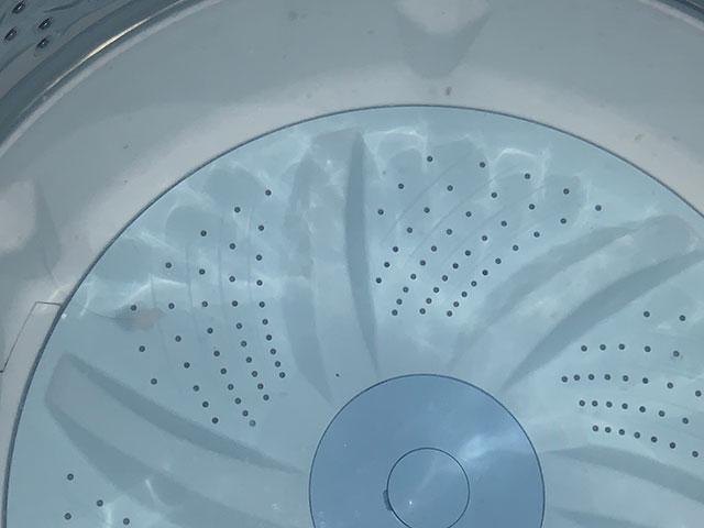 洗濯槽に浮き出した汚れ
