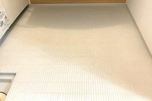 「バスマジックリン エアジェット」でキレイになったお風呂の床
