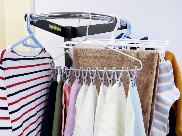 「洗濯物が一度に外せるピンチハンガー 10ピンチ付」は洗濯物干し場の節約にもなる