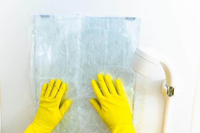 湿布法による鏡の水垢落とし